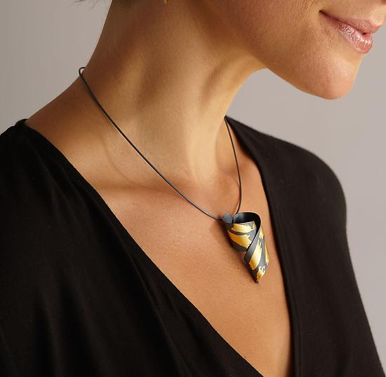 Soutenu Necklace - Gold & Silver Necklace - by Judith Neugebauer